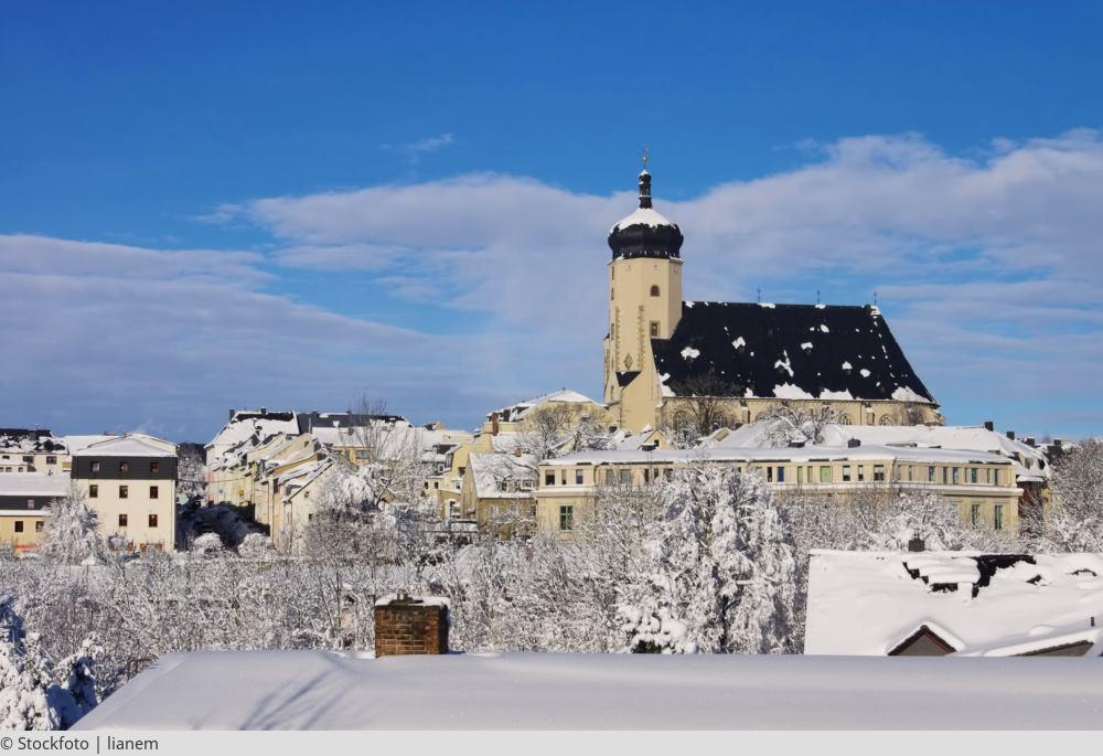 """<a href=""""index.php?nav=tagesreisen&navl=dezember&content=detail&id=394""""><span style=""""font-size:0.8em;"""">17.12.2017</span><br />Bergparade in Marienberg</a>"""