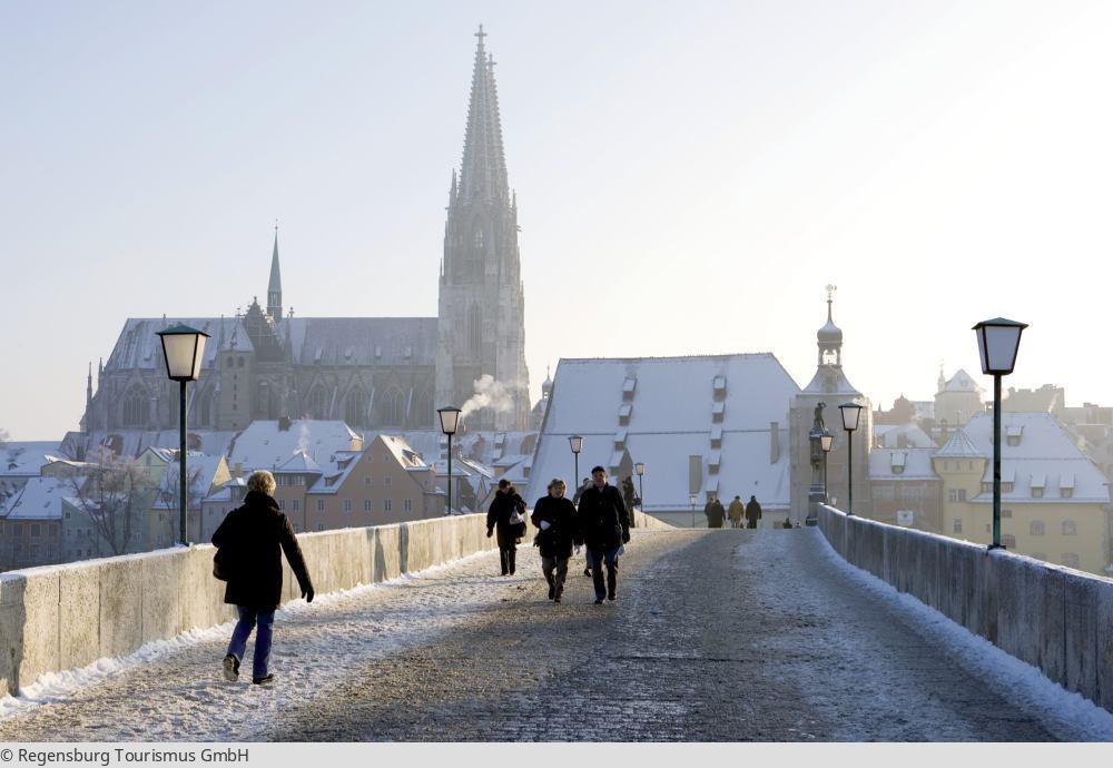 """<a href=""""index.php?nav=mehrtagesreisen&navl=dezember&content=detail&id=351""""><span style=""""font-size:0.8em;"""">30.12.2017 – 02.01.2018</span><br />Jahreswechsel in der Domstadt Regensburg</a>"""
